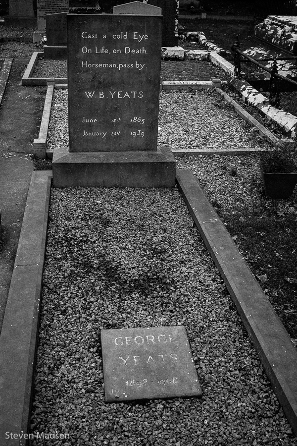 """in memory of w.b. yeats essay Within the sixty-five lines of """"in memory of w b yeats,"""" auden discusses the role of the poet, poetry, temporality, war, and delusion more enduringly, however, he entreats the reader to regard poetry and act upon it."""